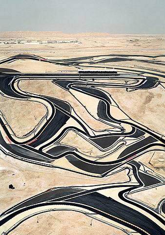 andreas-gursky-bahrain-i-2005