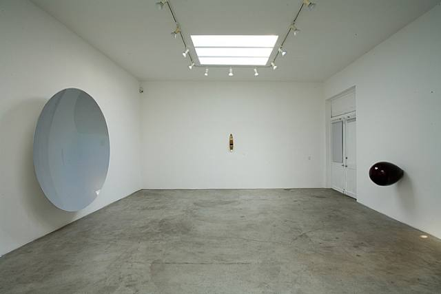 anish-kapoor-installation-view-at-regen-projects2