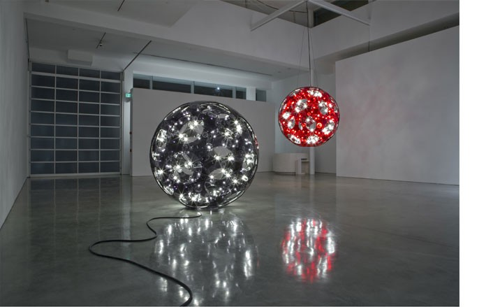 Carsten-Höller-Black-Double-Sphere-and Red Double Sphere Hanging-2008