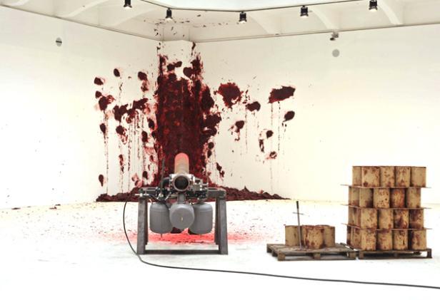 anish-kapoor-shooting-into-the-corner-canon