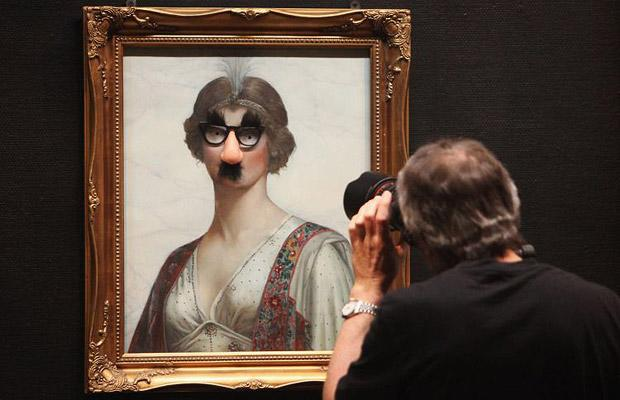 banksy-in-bristol-painting-glasses-moustache