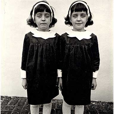 diane-arbus-identical-twins-1962