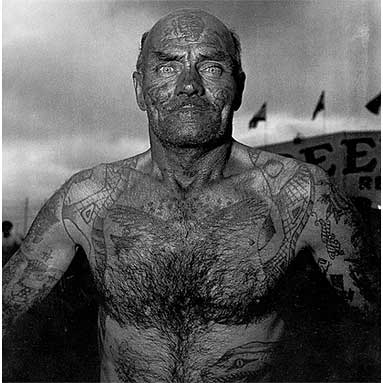 diane-arbus-tattooed-man-at-a-carnival-md-1970