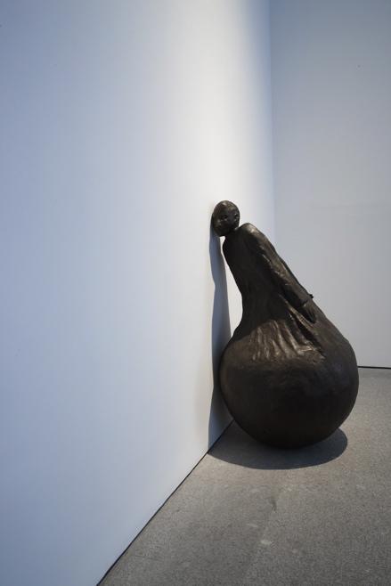 Juan Muñoz, Detalle de Listening Figure, Museo nacional centro de arte reina sofia