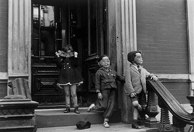 N.Y. (c. 1942) Helen Levitt