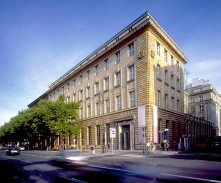 Deutsche Guggenheim via Artnet