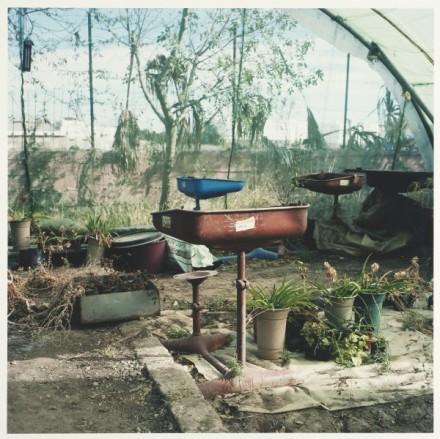 Tables d´écoliers, ferme pédagogique, Darna/ Student tables, pedagogical farm, Darna Courtesy Galerie Polaris