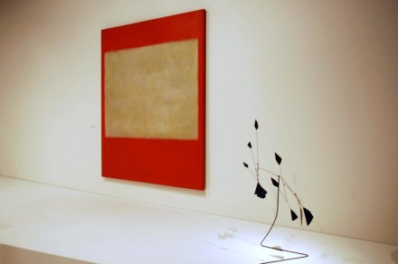 Helly Nahmad Gallery, Mark Rothko No. 1 (1957) and Alexander Calder, installation view