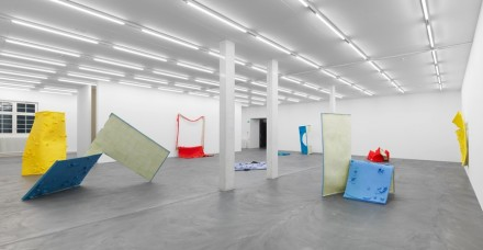 Alex Hubbard, Bent Paintings (Installation View), Courtesy of Galerie Eva Presenhuber