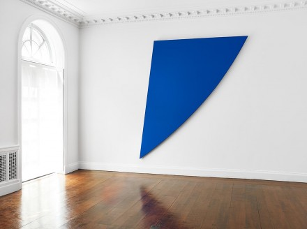 Ellsworth Kelly, Singular Forms (Installation View), courtesy of Mnuchin Gallery