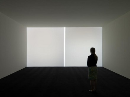 James Turrell, Tycho White: Single Wall Projection, (1967), Courtesy the Museum of Fine Arts, Houston, © James Turrell