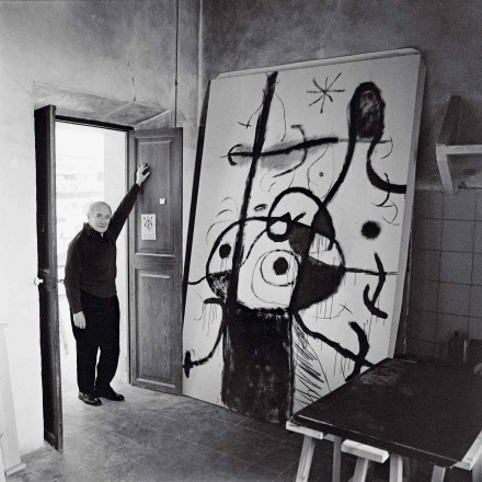 "Miró at ""Son Boter"" with Poême, (1966), Photo: Josep Planas courtesy Fondation de l'Hermitage"
