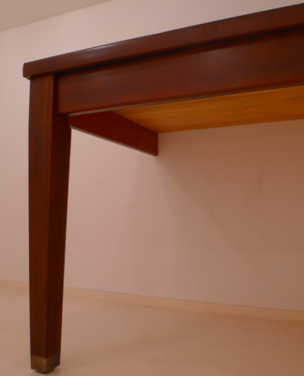 Robert Therrien, no title (table leg) (2010), Courtesy the artist and Gagosian Gallery. ©2010 Robert Therrien. Image courtesy of Robert Therrien studio.