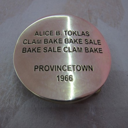 Cary Leibowitz, Alice B. Toklas, Belt Buckle (2013), Courtesy INVISIBLE-EXPORTS, New York