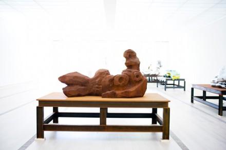 Thomas Schütte, Stahlfrau Nr. 16 (Steel Woman No. 16) (2004), courtesy Fondation Beyeler