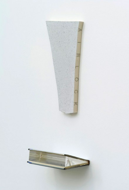 Jacob Kassay, Airlock (2013), Courtesy 303 Gallery