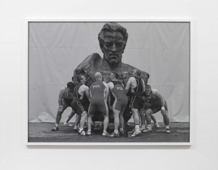 Christian Jankowski, Heavy Weight History (Ludwik Waryński) (2013)