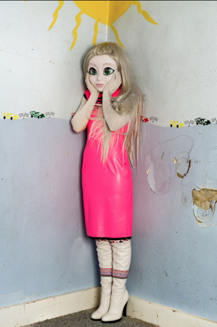 Laurie Simmons, Blonde/Pink Dress/Standing Corner (2014)