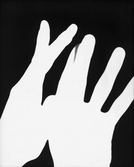 James Welling, Hands #1 (1975), Courtesy Petzel Gallery