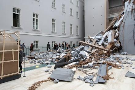Thomas Hirschhorn, Abschlag (Installation View), Manifesto 10