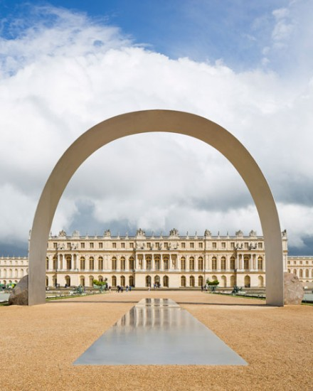 Lee Ufan, Relatum - The Arch of Versailles (2014), all images Courtesy the artist ; kamel mennour, Paris and Pace, New York © Tadzio