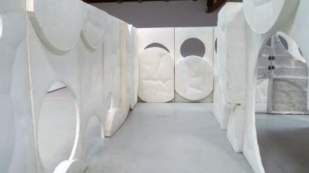 Thomas Houseago, Moun Room (Installation View), via Ellen Burke for Art Observed