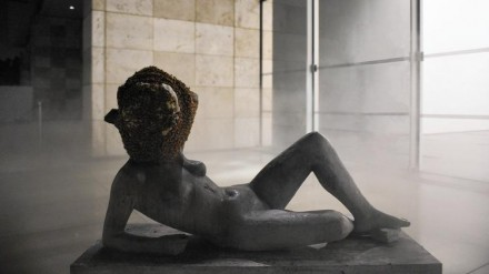 Pierre Huyghe, Untitled (Liegender Frauenakt) (2012), Courtesy Stefanie Keenan for LACMA