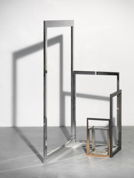 Alicja Kwade, Wertdifferenz (in 365 Tagen und 100 USD) (2015), via Johann König