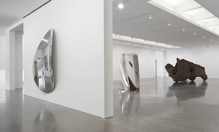 Anish Kapoor (Installation View), courtesy Regen Proejcts