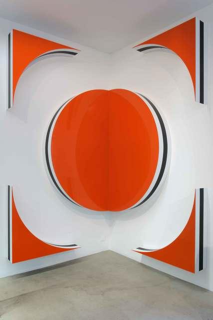 Daniel Buren, Photo-souvenir Quand les carrés font des cercles et des triangles Hauts-reliefs situés - H, October (2010), via Kamel Mennour