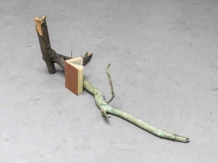 Alicja Kwade, Chemische Erinnerungen (2014), via 303 Gallery