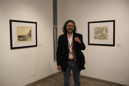 Roberto Fernandez Ibáñez in front of his exhibition, via Art Observed