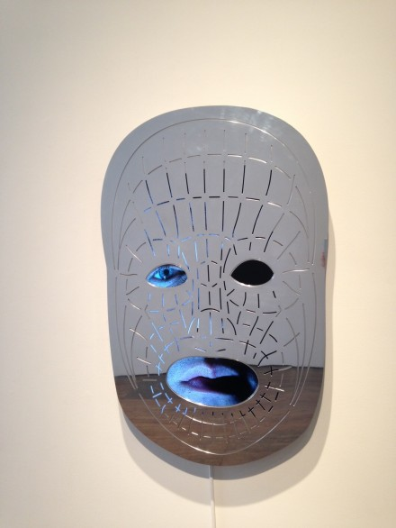 Tony Oursler, ¡OWE! (2015)