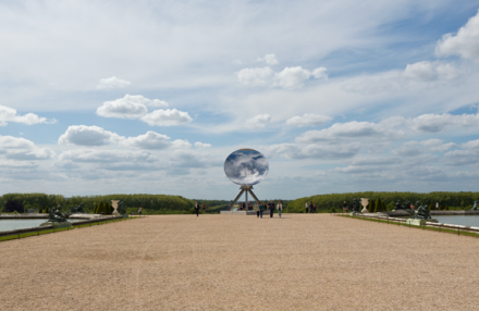 Anish Kapoor, Sky Mirror(2015), courtesy of Lisson Gallery, Galleria Massimo Minini, Galleria Continua, Galerie Kamel Mennour and Kapoor Studio © Anish Kapoor
