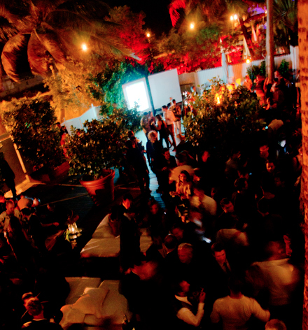 Visionaire-Magazine-Delano-Hotel-Art-Basel-Miami-Beach-2011.jpg_52